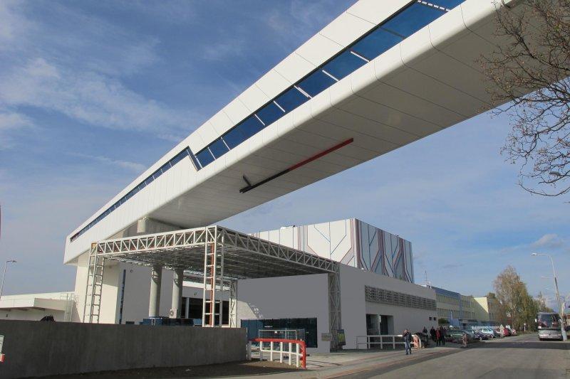 Skladová hala Budějovického Budvaru - meziareálový dopravník
