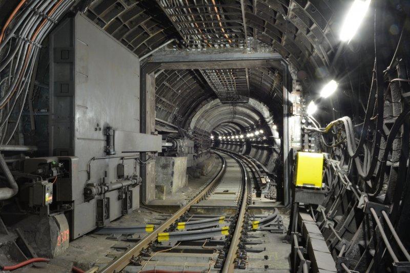 Oprava tlakového uzávěru a výměna dřevěných pražců za železobetonové mezi stanicemi Náměstí Míru a Jiřího z Poděbrad